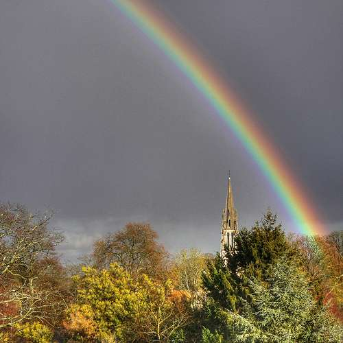 L'arc-en-ciel, arc de lumières, pose bien des questions ! © Flikr