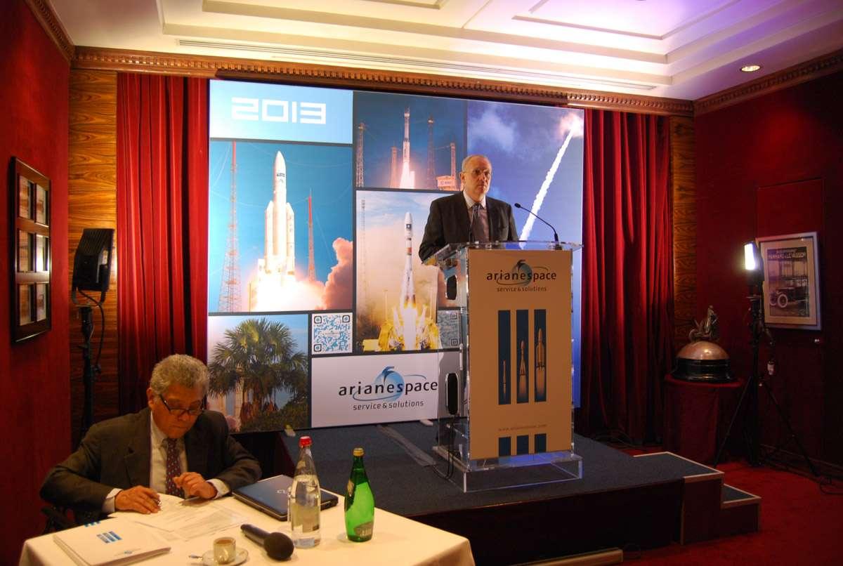 Jean-Yves Le Gall, PDG d'Arianespace, présentant ses vœux à la presse. La société prévoit 12 lancements en 2013. © Rémy Decourt