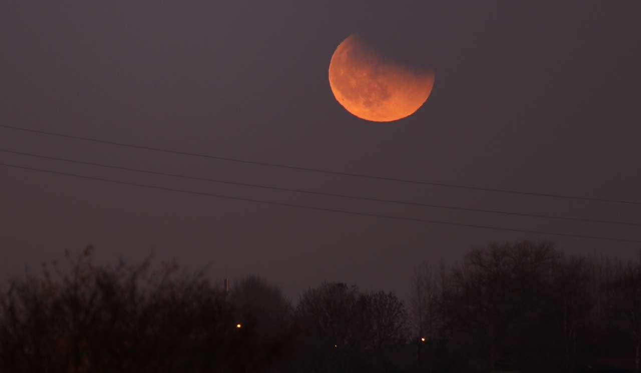 Nouvelle éclipse de Lune dans la soirée du 10 décembre 2011. © Sylvain62