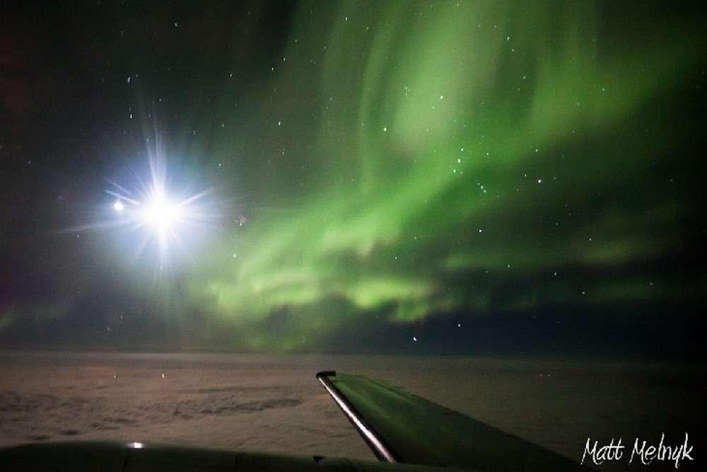 L'aurore boréale du 8 octobre 2012 vue d'avion depuis le ciel canadien. © Matt Melnyck