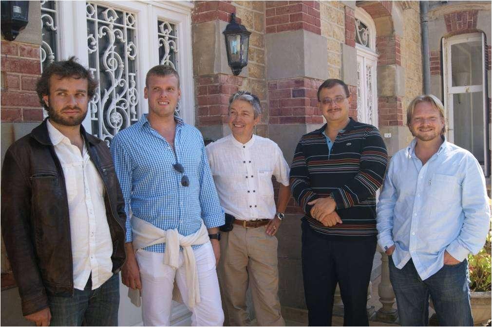 Voici une partie des scientifiques impliqués dans cette étude avec, de gauche à droite : Robin Mesnage, Steeve Gress, Joël Spiroux de Vendômois, Gilles-Éric Séralini et Nicolas Defarge. © DR