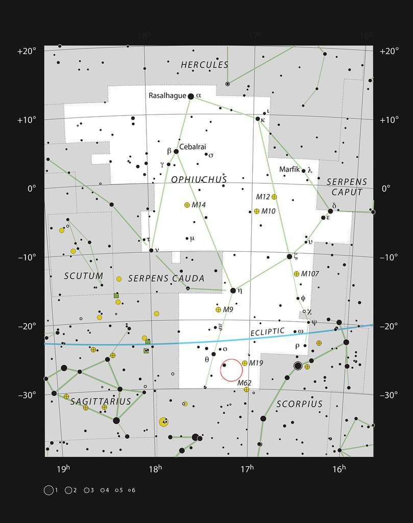 Cette carte montre la plupart des étoiles visibles à l'œil nu dans de bonnes conditions dans la constellation d'Ophiuchus où Barnard 59 est indiqué par un cercle rouge. Cette nébuleuse sombre fait partie de la nébuleuse de la Pipe, qui apparaît comme une structure sombre dans la Voie lactée. © ESO, IAU, Sky & Telescope