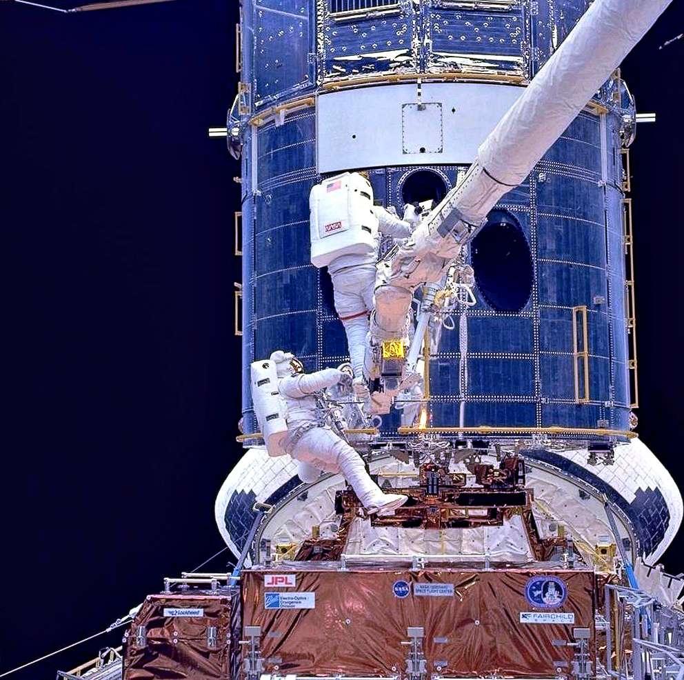 Opération de maintenance réalisée sur Hubble lors de la mission STS-61. © Nasa