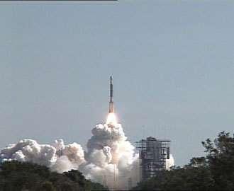 Décollage de la fusée Delta II de Boeing avec succès de Cap Canaveral (Floride). Crédit NASA.