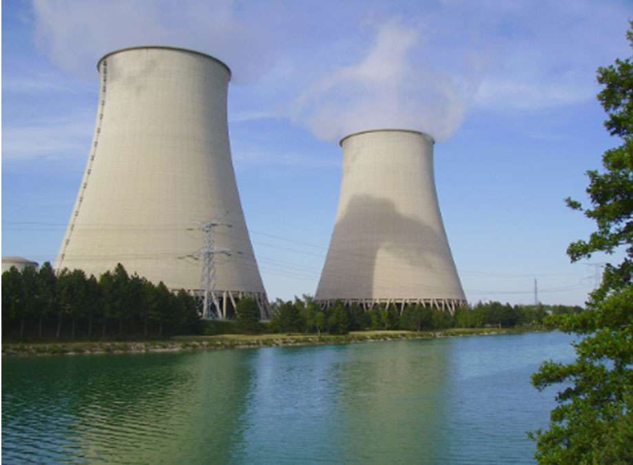 Centrale nucléaire de Nogent-sur-Seine, implantée à 120 km de Paris. Elle comporte deux réacteurs à eau sous pression d'une puissance de 1300 MWe. © EDF