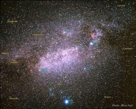 Figure 2. La localisation de l'amas NGC 6791 sur la sphère céleste dans la constellation de la Lyre (Lyra en anglais). Cliquez pour agrandir. Crédit : Nasa-Esa,A. Fujii et Z. Levay