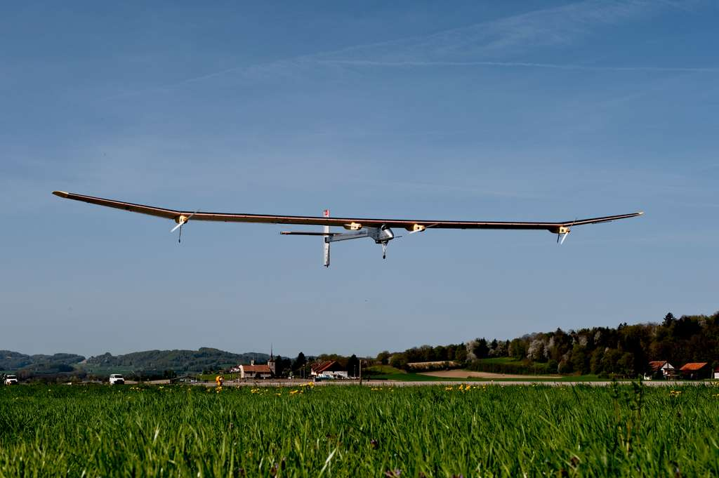 Solar Impulse en vol d'essai, en 2011. © Solar Impulse, Fred Merz, rezo.ch