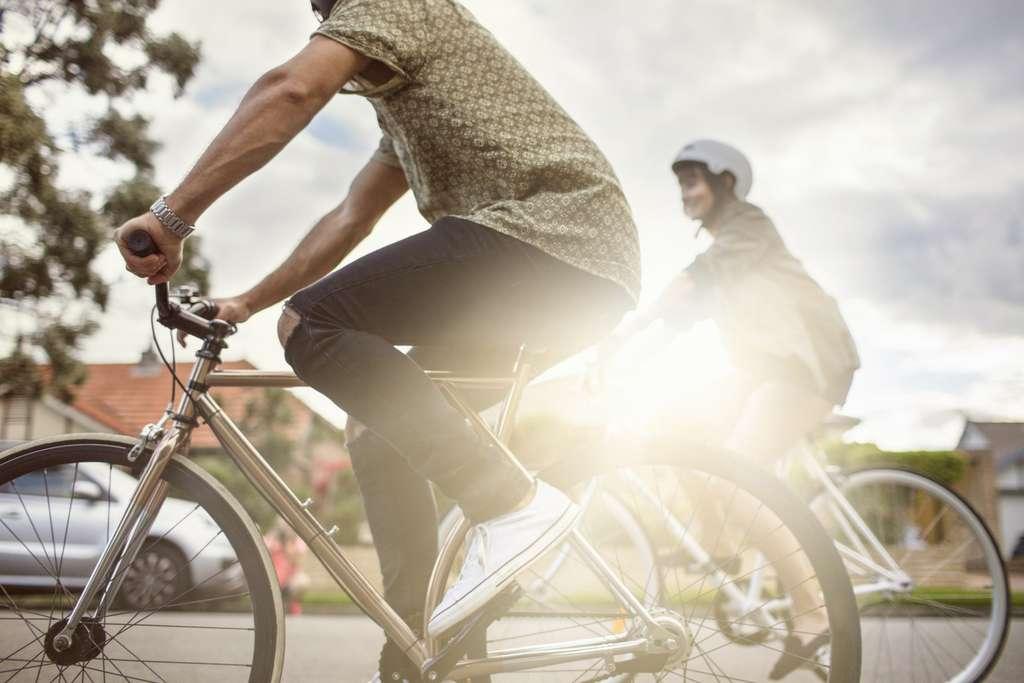 Les participants qui se déplacent en vélo sont ceux qui ont l'IMC le plus faible, révèle l'étude. © Xavier Arnau, istock.com