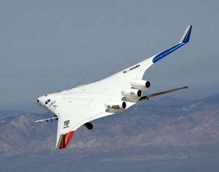 Le X-48B Ship 2 en vol au-dessus d'Edwards le 4 avril 2008. Crédit Nasa