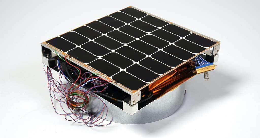 Le module PRAM de 30 x 30 cm est capable de produire 10 watts d'électricité. © U.S. Naval Research Laboratory