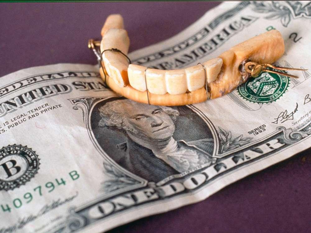 Dentier conçu par Greenwood pour George Washington à partir d'ivoire d'hippopotame. © National Museum of Dentistry