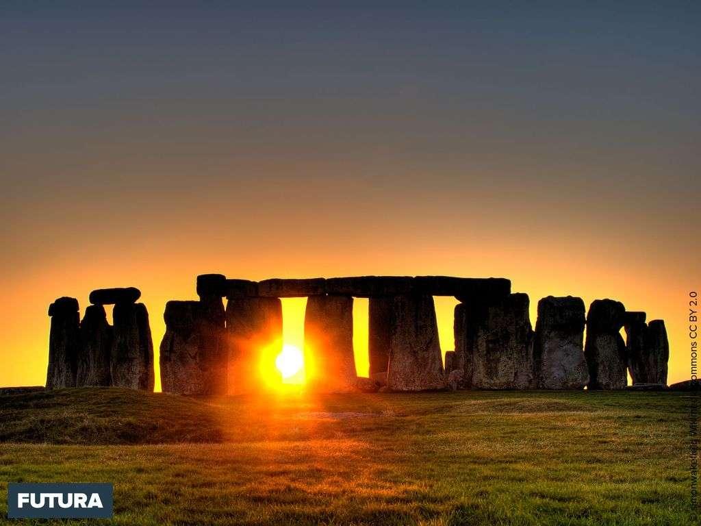 Stonehenge est un monument mégalithique érigé du Néolithique à l'âge du bronze