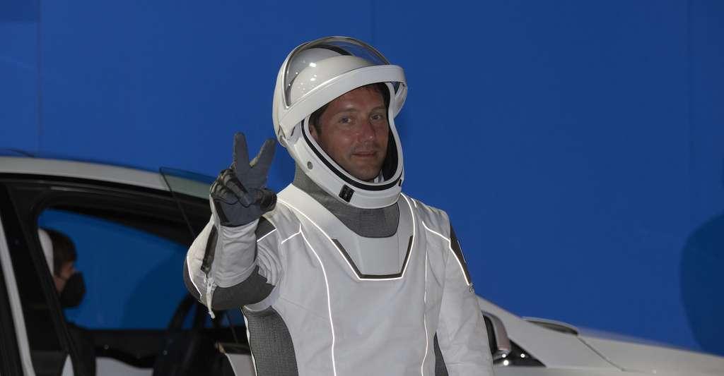 Thomas Pesquet est presque prêt à prendre son envol à bord du Crew Dragon. © S. Corvaja, ESA