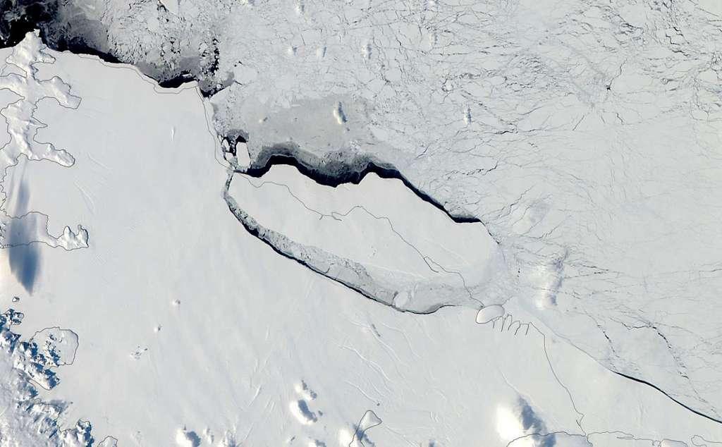 L'iceberg A68 s'éloignant de la barrière de larsen C, à l'automne 2017. © Nasa