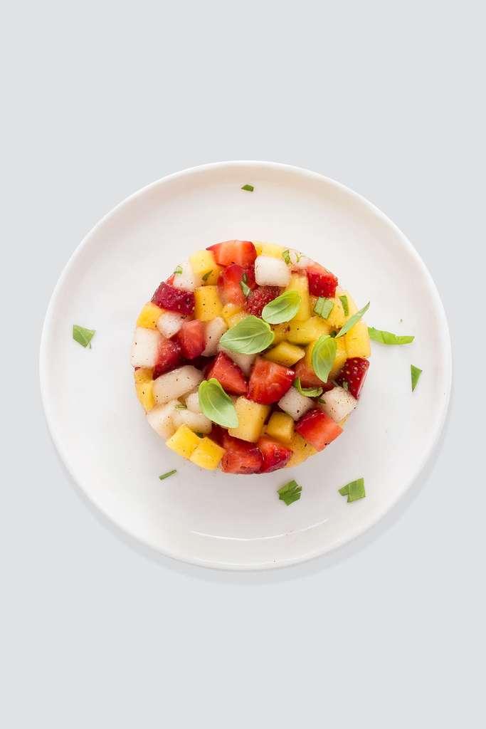 Tartare de fruits au basilic © Èmilie Laraison