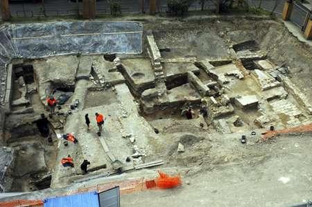 Fouilles de maisons du Haut Empire romain de part et d'autre d'une même rue. Site archéologique campus Curie, Paris. © L. de Cargouët/Inrap