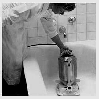 La « J 300 », première pompe submersible utilisable dans une baignoire à des fins thérapeutiques. Elle produisait un jet orientable aux effets apaisants. © Jacuzzi®