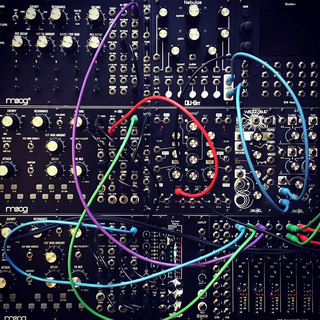 Le synthétiseur modulaire utilisé par Angelia. © J.-C. Heudin