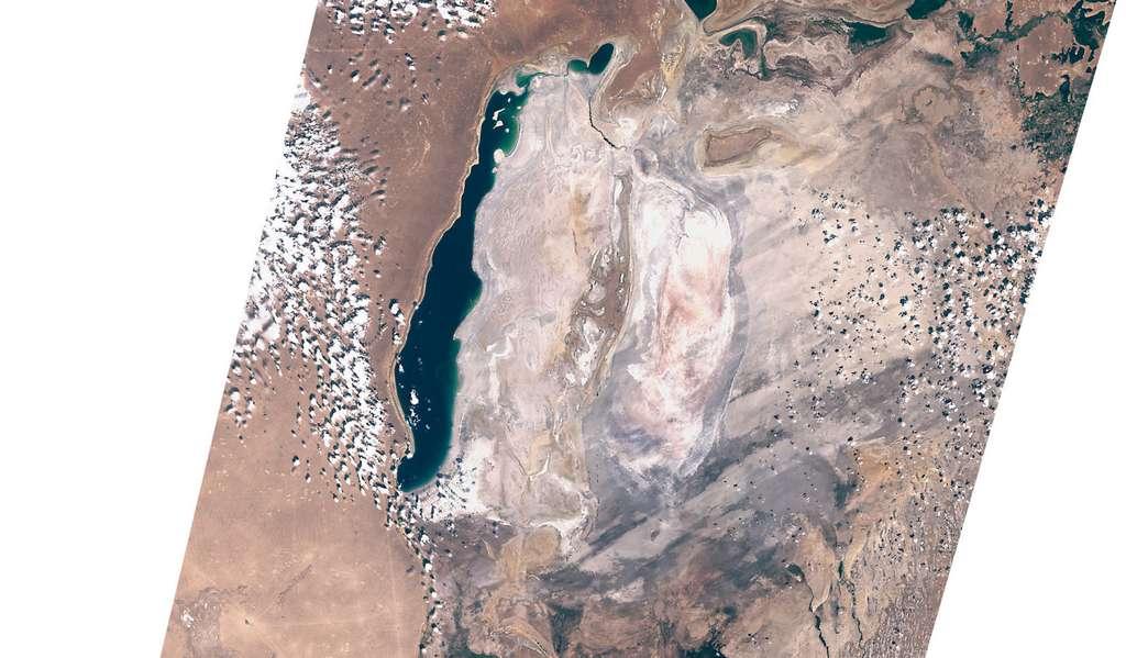 En 2019, le côté est de la mer d'Aral est complètement asséché. © Sentinel Hub