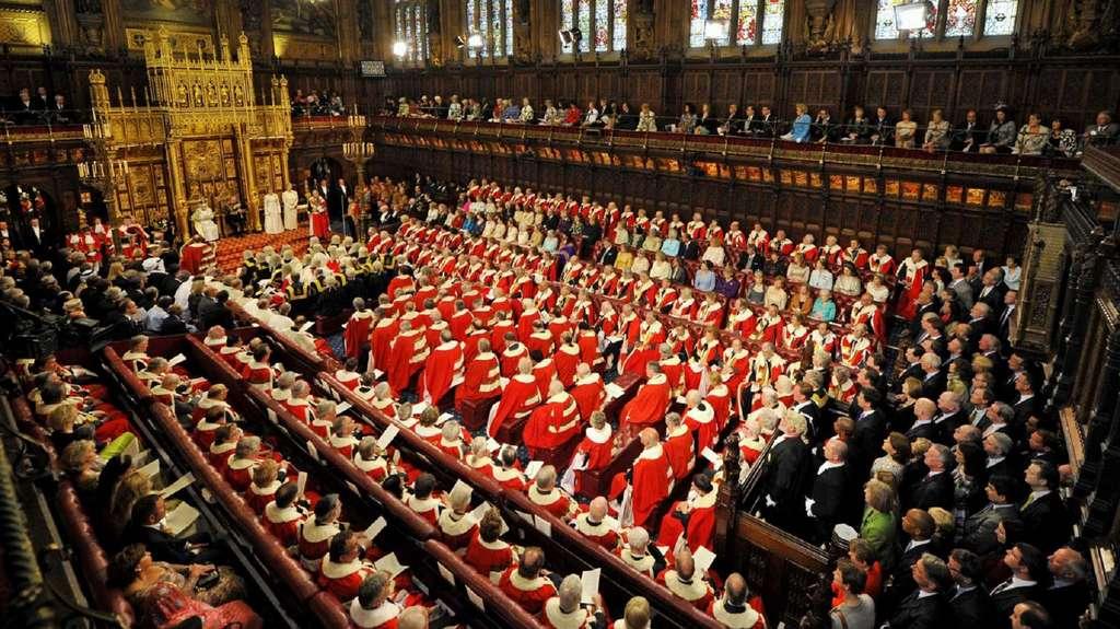 Vision contemporaine (2018) de la Chambre des Lords en session d'ouverture en présence de la reine Elizabeth II. © Neal Leon, PA Photos, Abaca