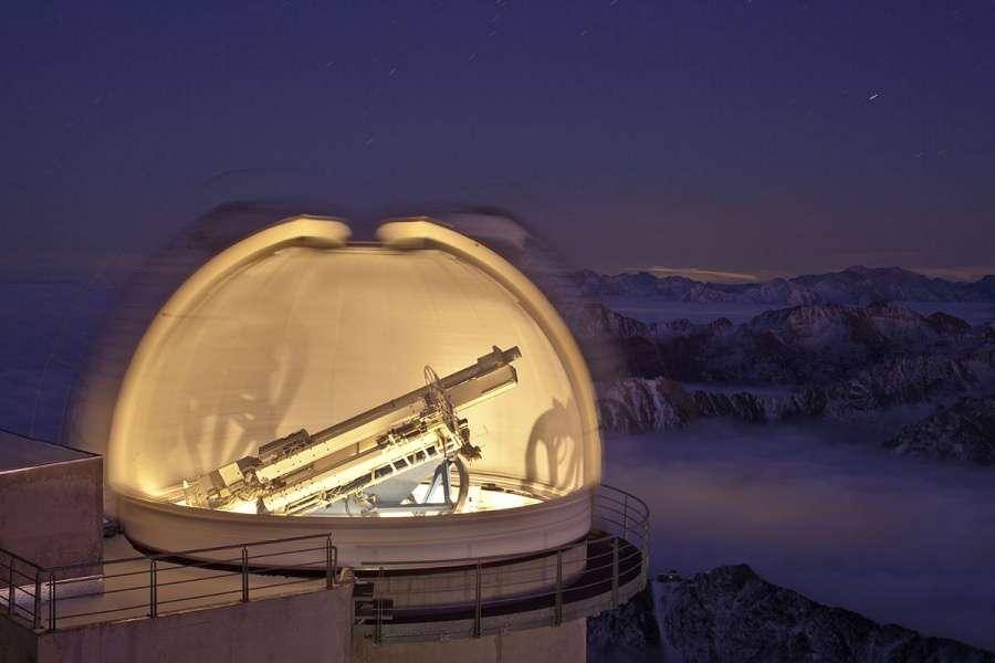 L'astronome peut exercer au sein d'un observatoire, que ce soit en France ou à l'étranger. Une des missions de l'astronome : l'observation de nuit, sur le terrain, ici à l'Observatoire du Pic du Midi. © Alain Sallez, picdumidi.org.