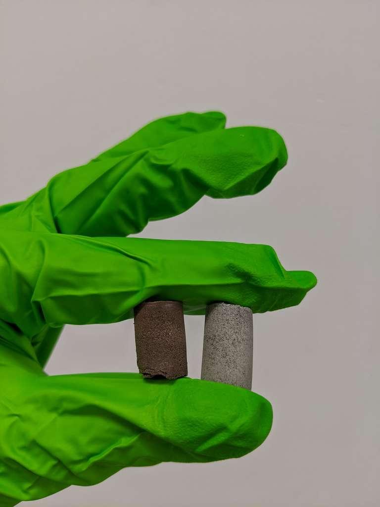 Des matériaux former à partir de poussières lunaires et martiennes ainsi que de sang, d'urine, de sueur ou de larmes. © Université de Manchester