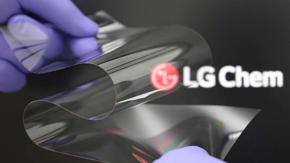 Cette dalle souple peut se plier dans les deux sens, contrairement aux dalles actuelles. © LG