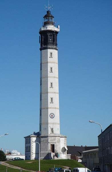 Le phare de Calais a été construit en 1848. Il est automatisé depuis 1992. © Serge Ottaviani, Wikimedia Commons, DP