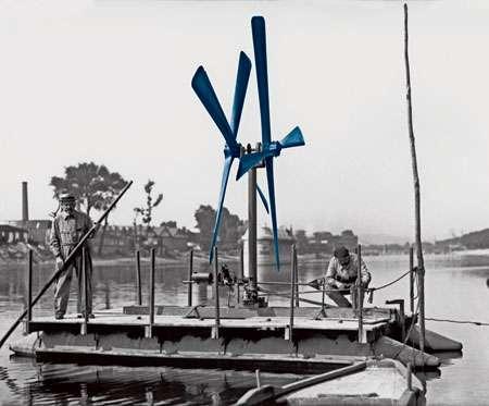 Le bateau à hélice. © CNRS Photothèque / Fonds historique