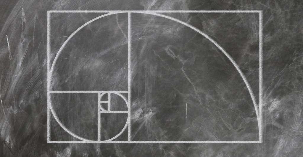 On appelle nombre d'or la solution positive de l'équation x2 = x +1. Le dessin ici présenté est obtenu à partir de rectangles d'or – des rectangles dont les proportions des côtés correspondent au nombre d'or soit à environ 1618 – découpés par des carrés dont les côtés mesurent la largeur des rectangles. © geralt, Pixabay, CC0 Creative Commons