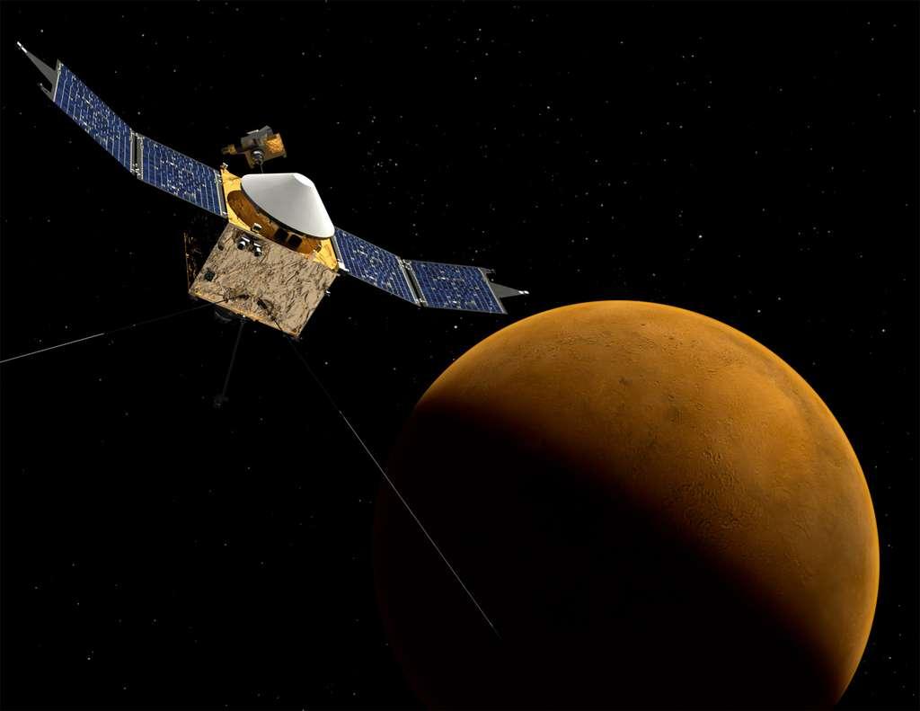 La sonde Maven arrivera autour de Mars le 22 septembre 2014, un mois avant la comète Siding Spring. Les scientifiques devront accélérer la procédure de la mise en route des instruments pour être prêts au moment du rase-mottes de la comète au-dessus de Mars. © Nasa