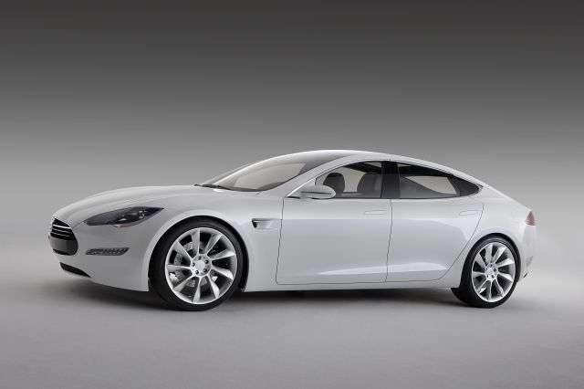 Tesla, l'entreprise créée par Elon Musk, qui a lancé PayPal et fondé SpaceX, s'est spécialisée dans les véhicules électriques de luxe, comme ce Model S qui ne met que quelques secondes pour atteindre la vitesse limite sur les routes de Californie, sa patrie de naissance. © Tesla