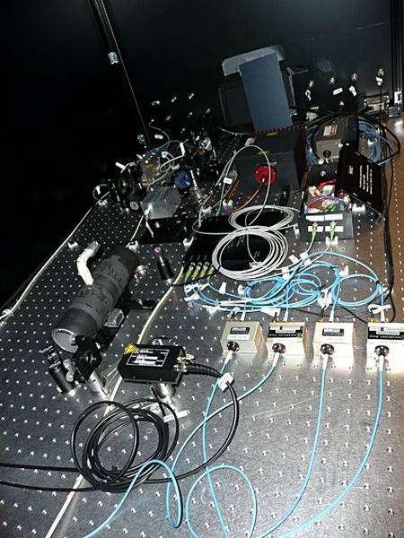 La stabilisation du laser de mesure (fréquence stable a 10-9. © Françoise Delplancke