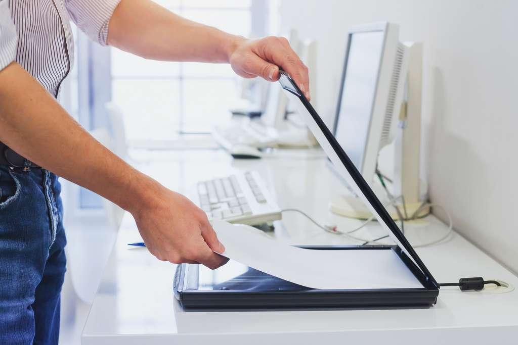 Scanner un document avec une imprimante est une procédure simple. © anyaberkut, Adobe Stock
