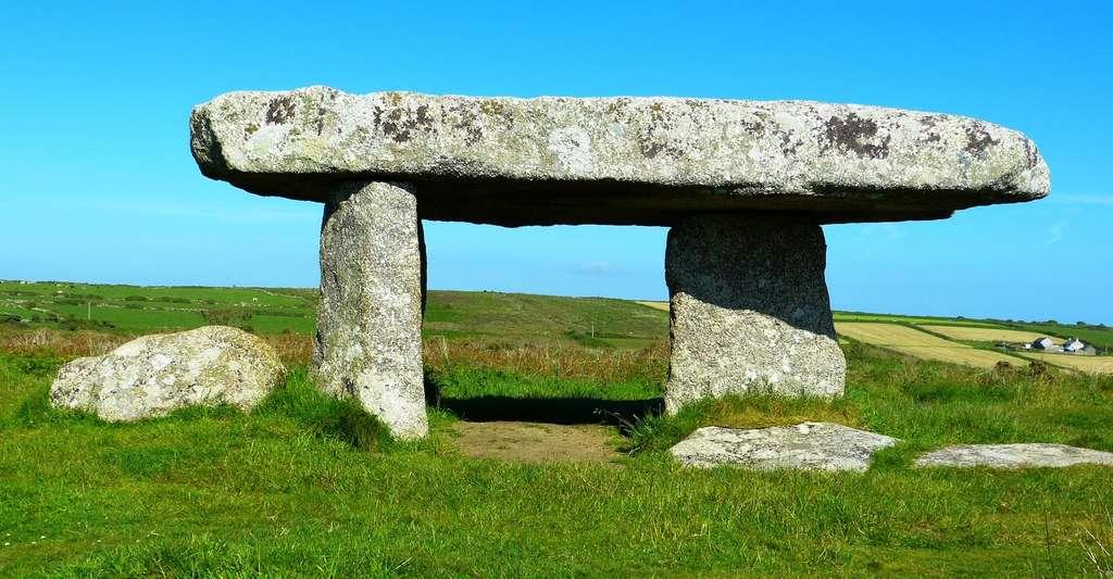 Les dolmens se présentent comme des tables de pierre surdimensionnées. © LoggaWiggler, Pixabay, CC0 Public Domain