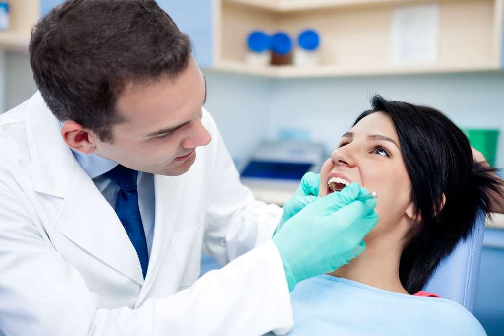Dans les pays développés, 8 à 10 % des antibiotiques seraient prescrits par les dentistes. © Lucky Business, Shutterstock