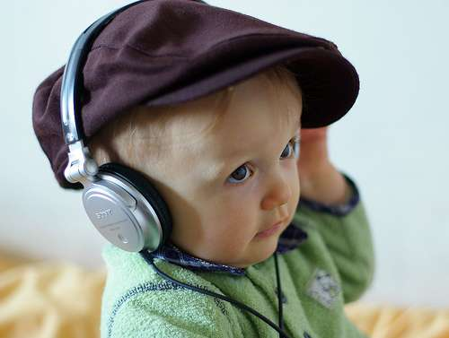 Les enfants sont capables de mémoriser une mélodie. © Philippe Streicher, Flikr