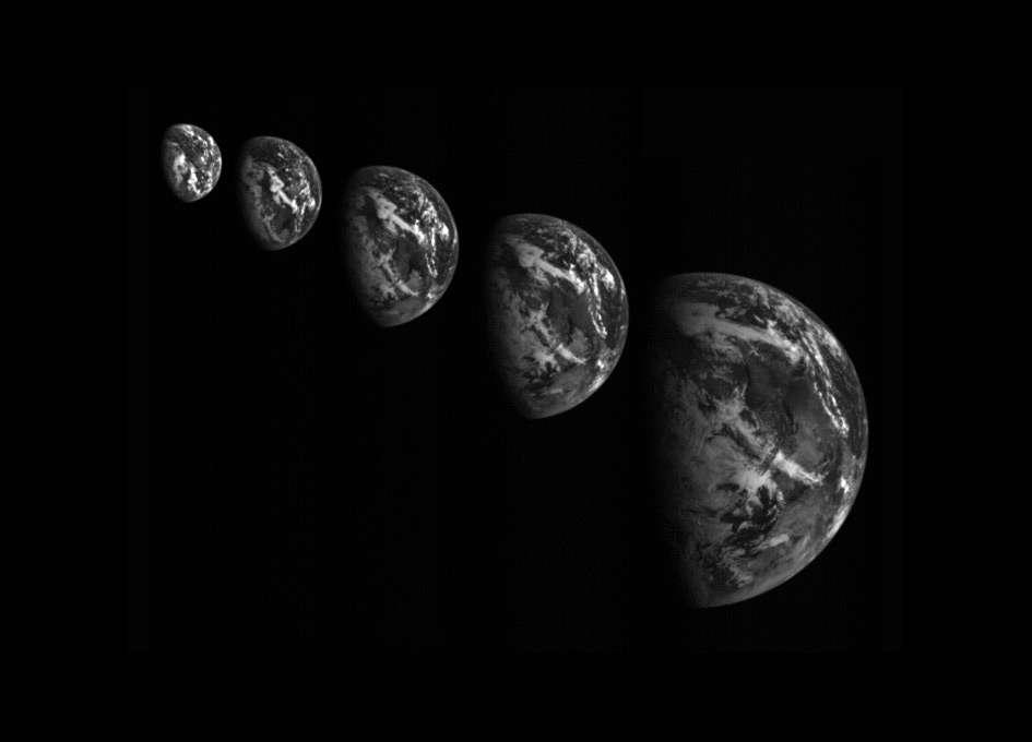 Lors de son passage près de notre planète, la sonde japonaise a pu réaliser plusieurs photographies de la Terre. © Jaxa