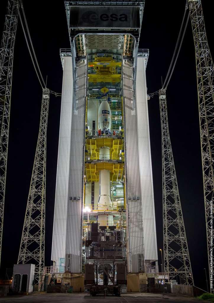 Sur son pas de tir, le lanceur Vega, avec à son bord le satellite Aeolus. © Cnes, Arianespace, ESA