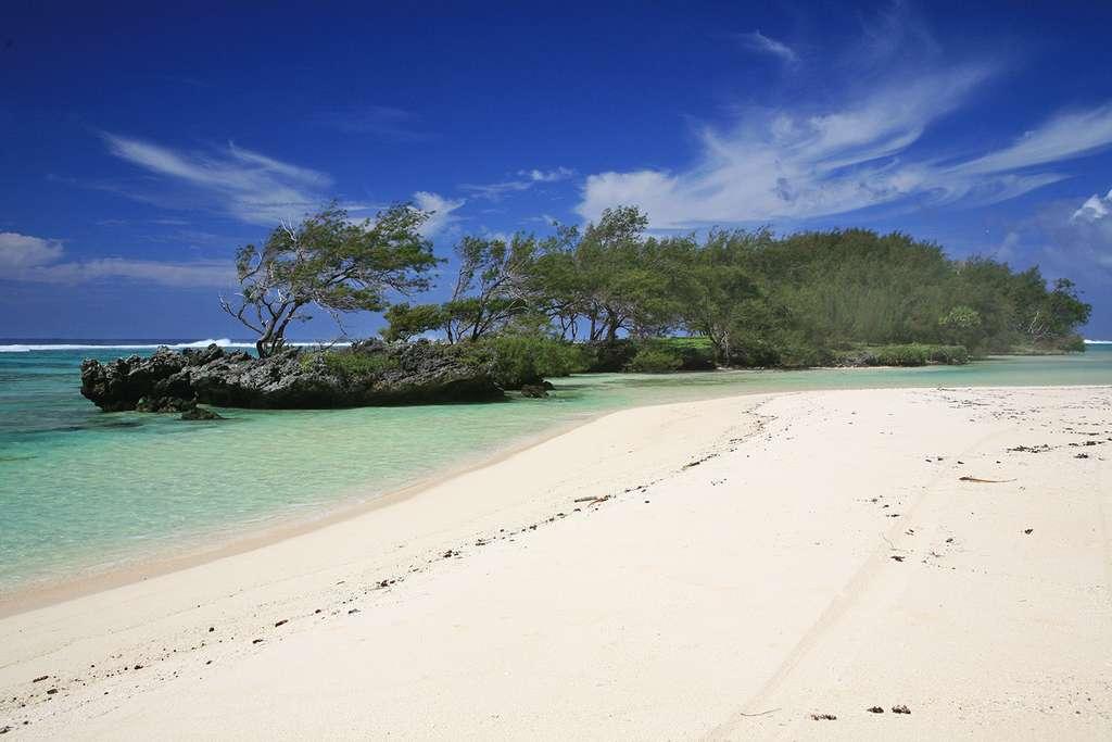 Plage de sable fin à Rimatara, dans l'archipel des Australes