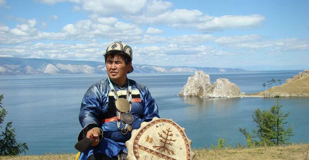 Chaman sur le lac Baïkal. © Bagratun, Wikimedia commons, DP