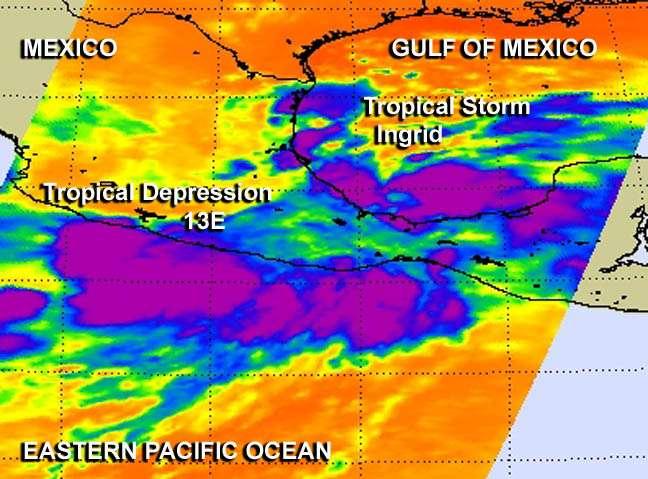 Le satellite Aqua a capturé une image infrarouge du développement de la dépression tropicale Manuel et de la tempête tropicale Ingrid, le 13 septembre. Manuel s'est formée le long de la côte ouest du Mexique, tandis qu'Ingrid a vu le jour sur la côte est. Cette image montre de fortes tempêtes et des températures au sommet des nuages très froides, dépassant les -52 °C (en violet). © Nasa