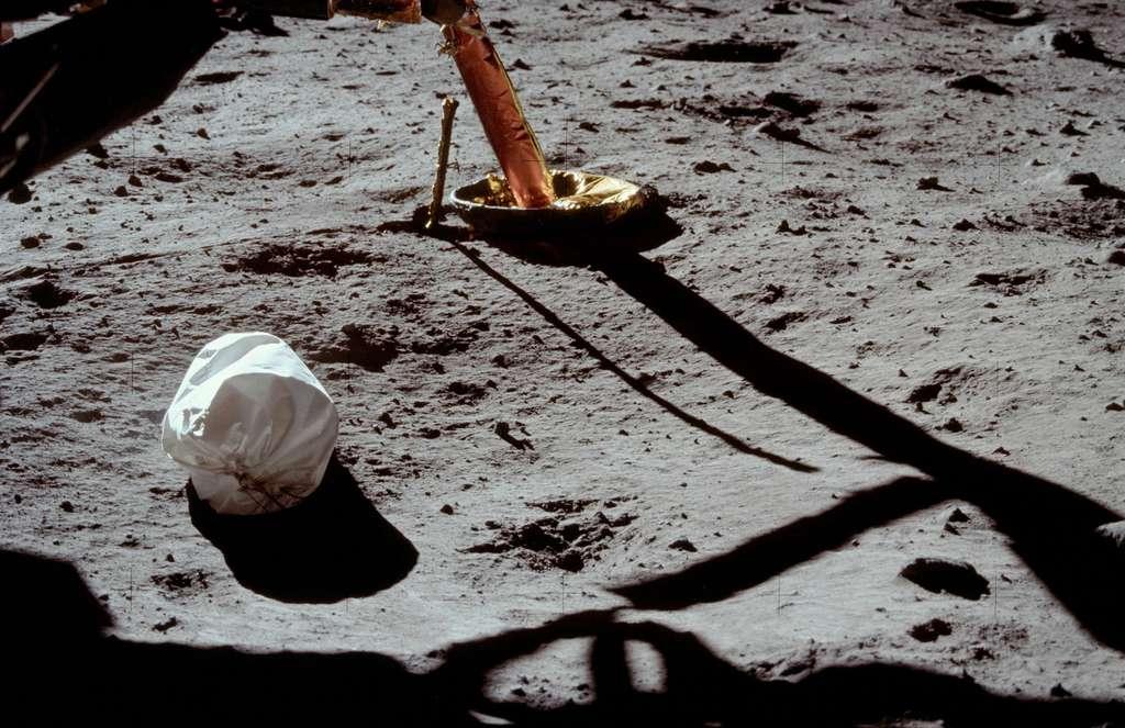La première photo prise à la surface de la Lune