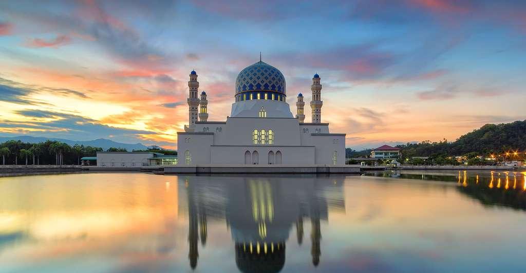 Le calendrier lunaire musulman, ou hégirien, est composé de 12 mois oscillant alternativement entre 30 et 29 jours. Une année musulmane est ainsi réduite d'environ 11 jours en comparaison à une année grégorienne. L'année 2012 actuelle équivaut à l'année 1433 de l'hégire. © Dyanatul, Shutterstock