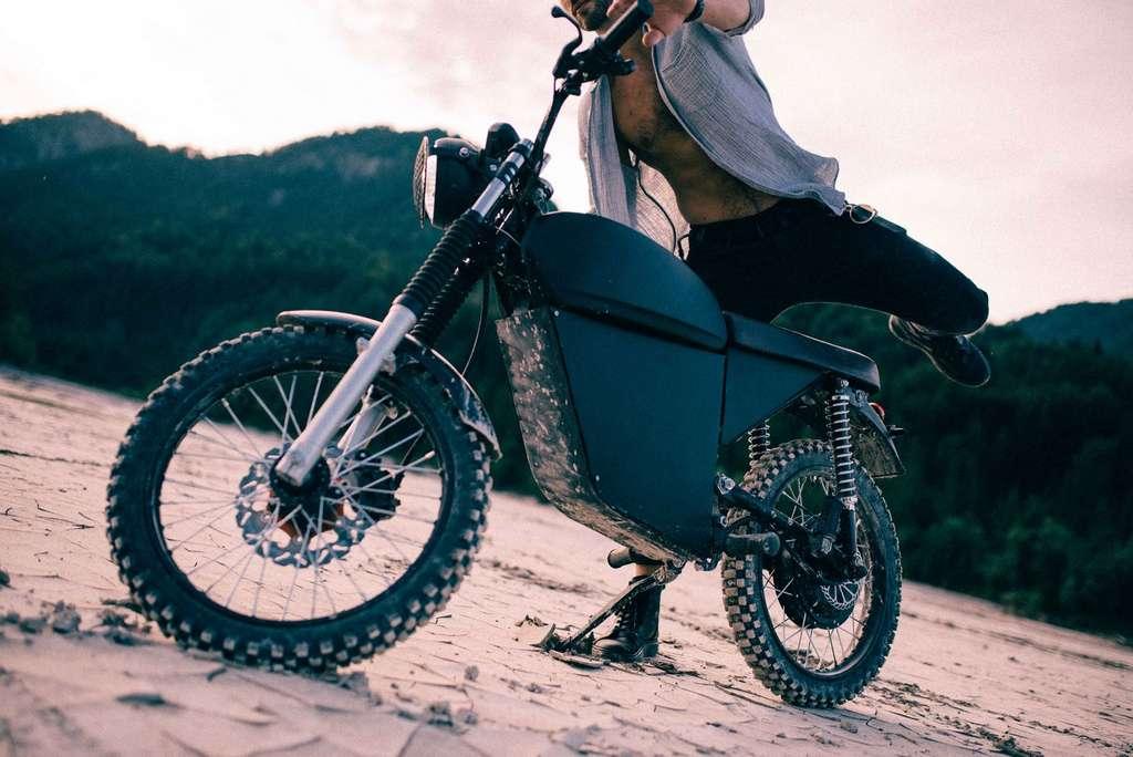 La BlackTea permet de sortir des sentiers battus pour s'amuser en tout-terrain. © BlackTea Motorbikes