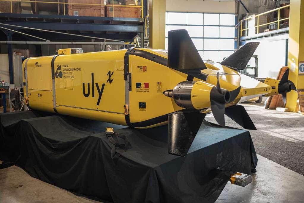 Sous-marin AUV UlyX dans le hall du Centre de la Seyne-sur-Mer. © Bodenes Ambre (2020), Ifremer