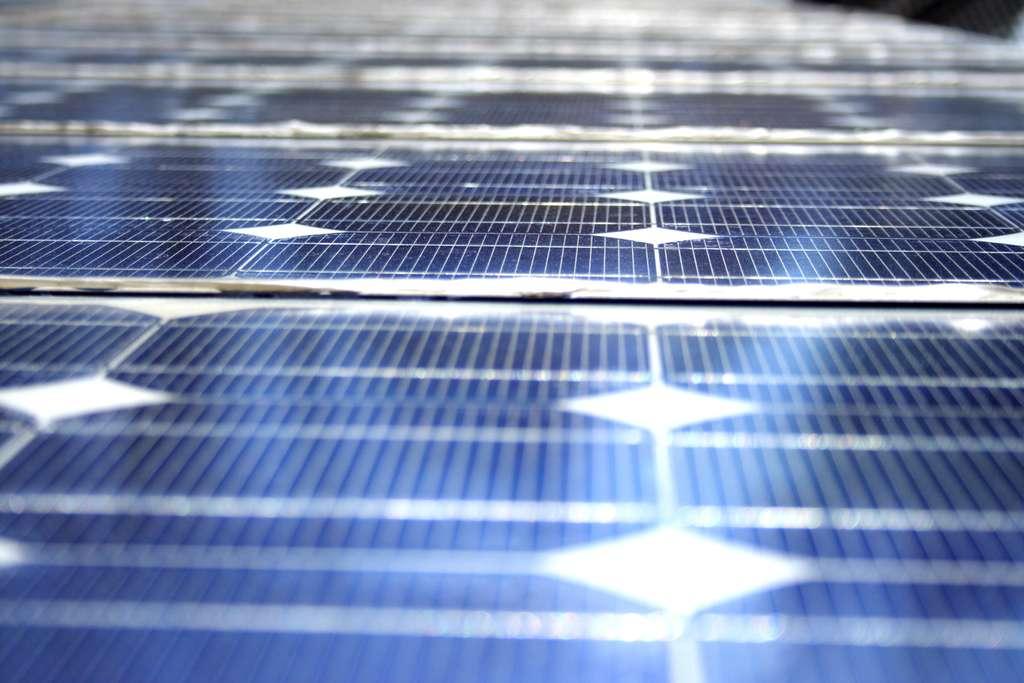 Les panneaux solaires sont coûteux d'un point de vue énergétique, et limités dans le temps... © VoiceOReason, Flickr CC by nc-nd 3.0