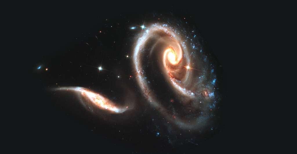 ARP 273 sont deux galaxies en interaction (UGC 1813, la plus petite, et UGC 1810, la plus grande). © Nasa, ESA, and the Hubble Heritage Team (STScI/AURA), DP