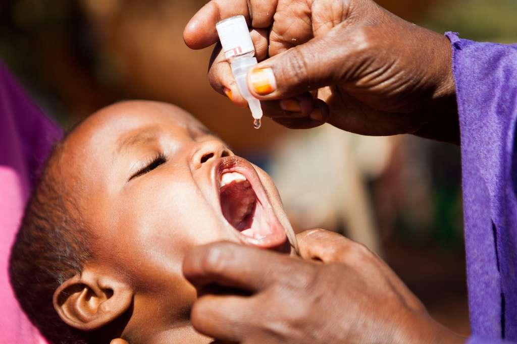 Campagne de vaccination contre la polio. Le vaccin peut être facilement administré par voie orale par des volontaires. © Unicef, Ethiopia