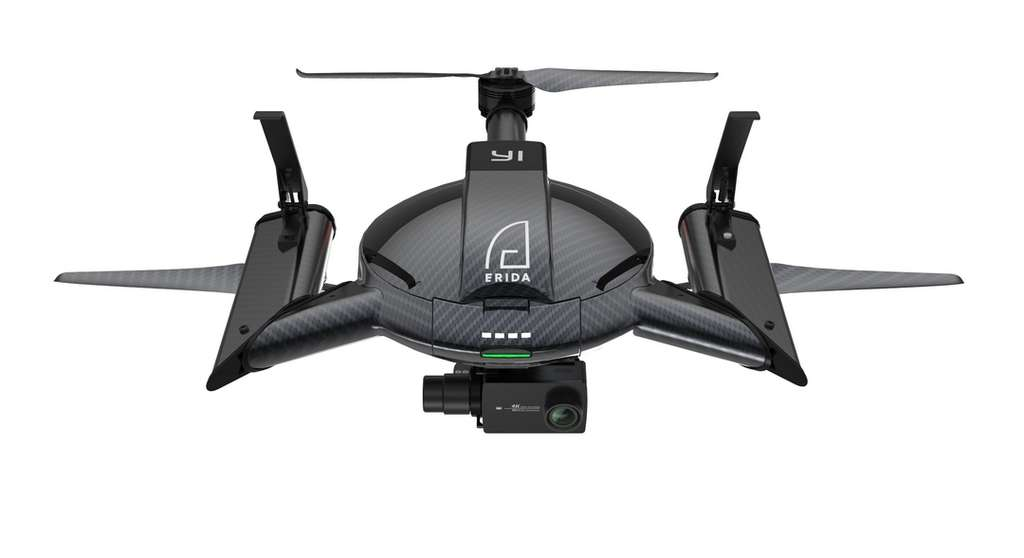 Réalisé en fibre de carbone, le drone tricoptère YI Erida dispose de rotors pliables pour faciliter son transport. © YI Technology